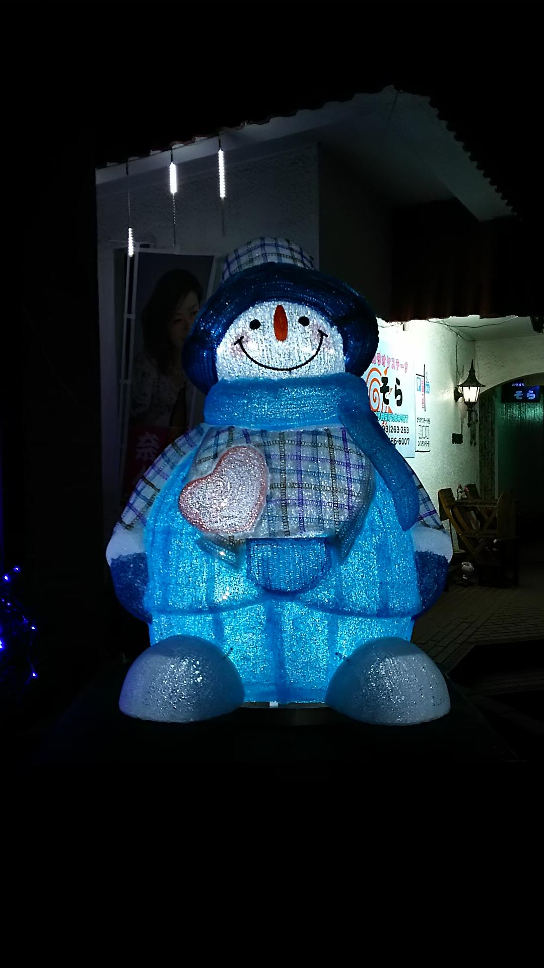 クリスマスシーズンはスノーマンがお出迎え